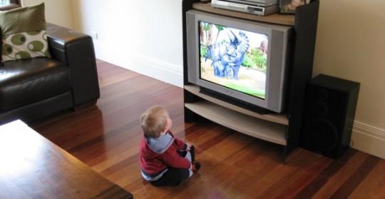 bebe-televisao